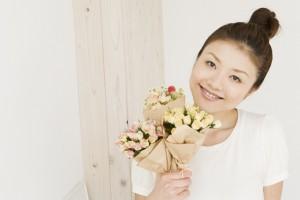 女性とお花